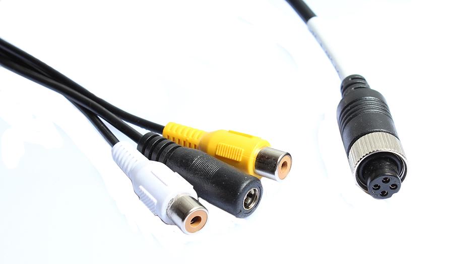prepojovací kábel z cinch na 4pin